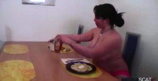 Jasmin eat banana with scat - 1